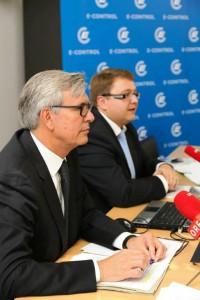 Die E-Control Vorstände Martin Graf (re) und Walter Boltz erwarten in 2015 durch die VKI-Aktion eine weitere Steigerung der Wechselrate bei Gas und Strom.
