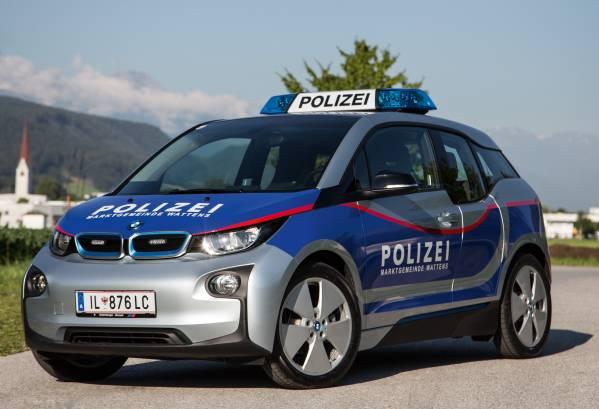Wendig, spurstark und vor allem lokal emissionsfrei: Der BMW i3 ist das weltweit erste für rein elektrische Mobilität konzipierte Premium-Fahrzeug mit einer speziell auf die Bedürfnisse von Einsatzkräften abgestimmte Sonderausstattung.
