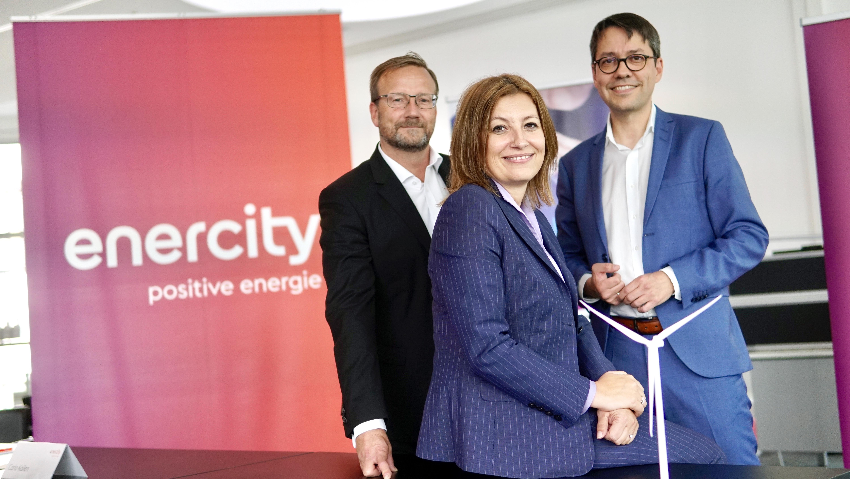 Vorstandsvorsitzende Dr. Susanna Zapreva mit Vorstandskollegen Professor Dr. Marc Hansmann (re) und Arbeitsdirektor Kai-Uwe Weitz.