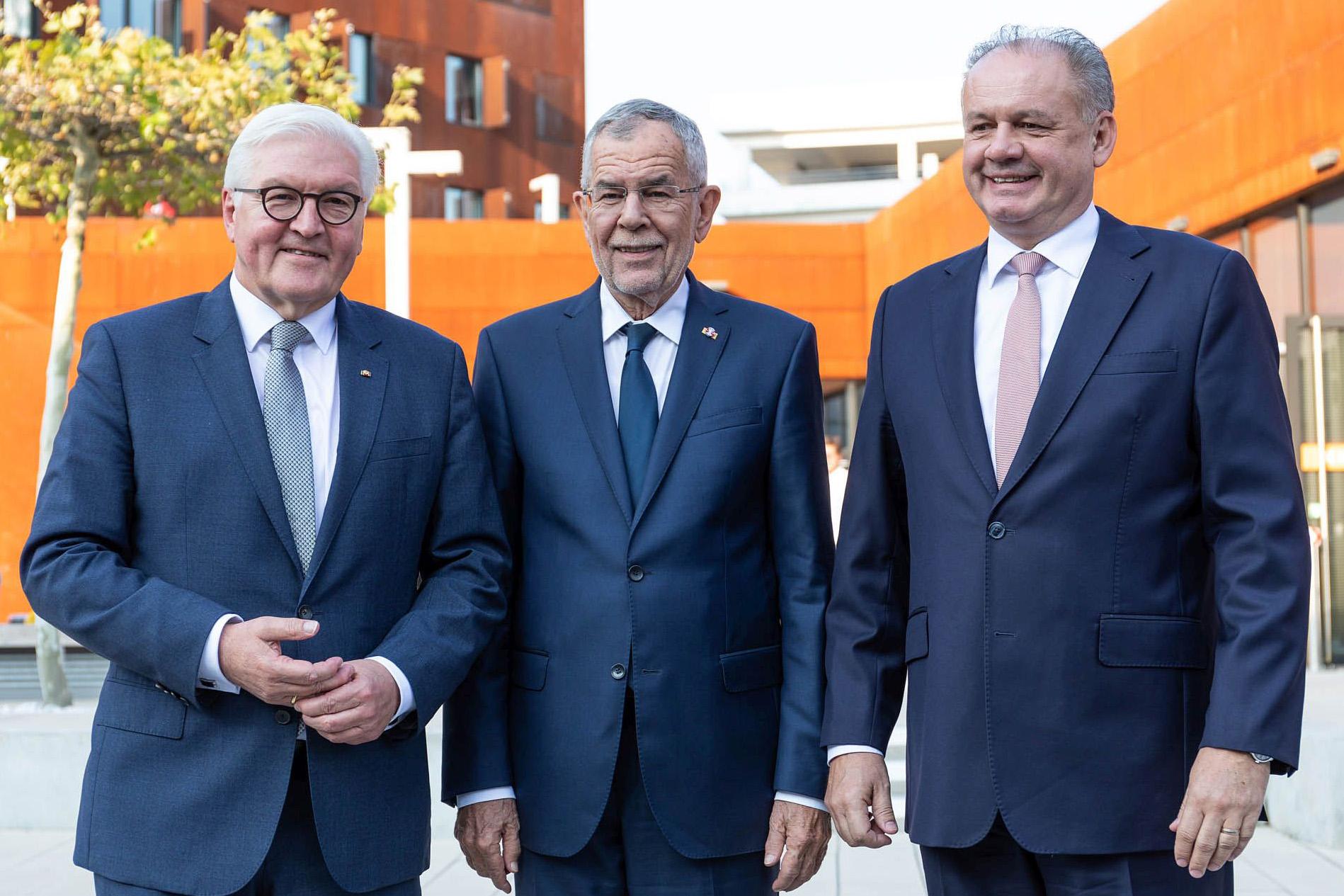 Gipfeltreffen der Präsidenten an der Wirtschaftsuniversität Wien (vlnr) Frank-Walter Steinmeier (Deutschland), Alexander van der Bellen (Österreich) und Andrej Kiska (Slowakei). © WU