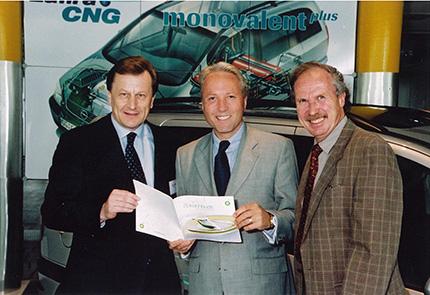 """""""Erdgas macht mobil"""". Im Bild (vlnr). Mag. Hans Strassl (BP), DDr. Karl Gollegger (Stadt Salzburg) und Dr. Ronald Ganz (Erdöl Vereinigung Schweiz)."""